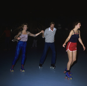Jon Voight and Jane Fonda roller skating at Flipperscirca 1970s© 1978 Gary Lewis - Image 11589_0032