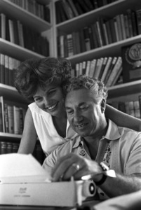 Budd Schulberg at home with his wife Geraldine Brooks1966 © 1978 Gunther - Image 11610_0001