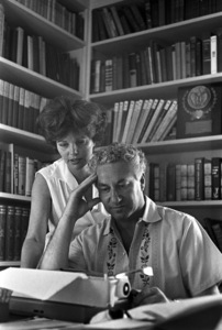 Budd Schulberg at home with his wife Geraldine Brooks1966 © 1978 Gunther - Image 11610_0003