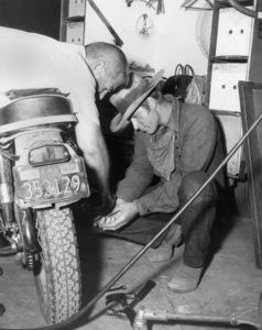 "Alex Cord on the set of ""Stagecoach""1966 20th Century-Fox** B.D.M. - Image 11682_0002"