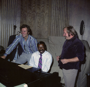 """Clint Eastwood and Erroll Garner in the studio working on the music for the film """"Play Misty for Me""""1971** I.V. - Image 11690_0027"""