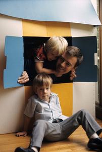 Ken Berry with his kids John Kenneth and Jennifer Kate1968 © 1978 Gene Trindl - Image 11793_0002