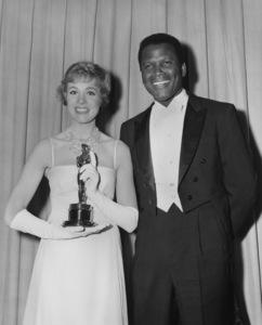 """Academy Awards: 37th Annual""Sidney Poitier, Julie Andrews1965**I.V. - Image 1185_0039"