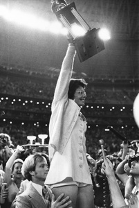 Billie Jean Kingwith her Trophy after defeating Bobby Riggs atthe Houston Astrodome9-20-1973 © 1978 Gunther - Image 11872_0001
