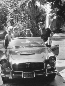 Guy Williams with wife Janice, son Steven, daughterToni and his Maserati 3500 , 1967. © 1978 Gunther - Image 11991_2