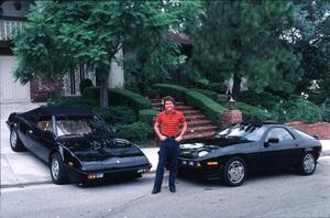 LARRY MANETTIIN LOS ANGELES WITH HIS 928 PORSCHE / 1984AND FERRARI MONDAIL / 1984 © 1984 GENE TRINDL / MPTV - Image 12036_1