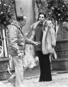 """""""Matter Of Time, A""""Director Vincente Minnelli and Liza Minnellion the set.1976/AIP © 1978 Ron Grover - Image 12045_0003"""