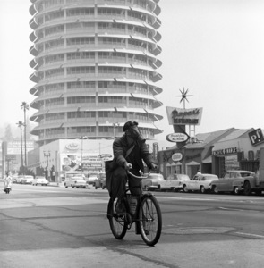 Hollywood messenger Edward M. Baker making his rounds wearing a gas mask (Saturday Evening Post article: Los Angeles Battles the Murk)1957© 1978 Sid Avery - Image 12047_0001