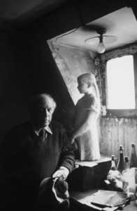 Pablo Picasso at his studio on Rue Des Grands Augustins in Paris circa 1950s © 1998 Sanford Roth / Los Angeles County Museum of Art - Image 12059_0010