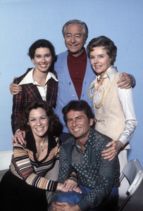 """Father Knows Best""TV Guide PublicityElinor Donahue, Robert Young, Jane Wyatt, Lauren Chapin, Billy Graycirca 1975 © 1978 Bruce McBroom - Image 12140_0002"