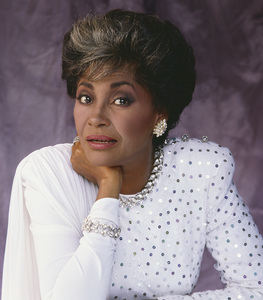 Nancy Wilson 1983 © 1983 Bobby Holland - Image 12161_0006