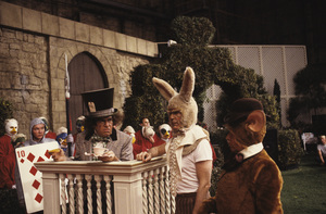 """Alice in Wonderland""Anthony Newley, Roddy McDowall, Arte Johnson1985 © 1985 Gunther - Image 12181_0002"