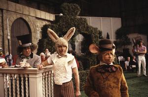 """Alice in Wonderland""Anthony Newley, Roddy McDowall, Arte Johnson1985 © 1985 Gunther - Image 12181_0003"