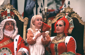 """""""Alice In Wonderland""""Robert Morley, Natalie Gregory, Jayne Meadows1985 CBS © 1985 Gunther - Image 12181_0011"""