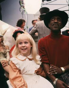 """""""Alice In Wonderland""""Natalie Gregory, Sammy Davis Jr.1985 CBS © 1985 Gunther - Image 12181_0012"""