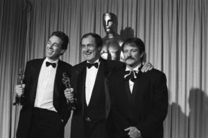 """The 60th Annual Academy Awards""Vittorio Storaro, Bernardo Bertolucci, Robin Williams1988 © 1988 Gunther - Image 12279_0021"