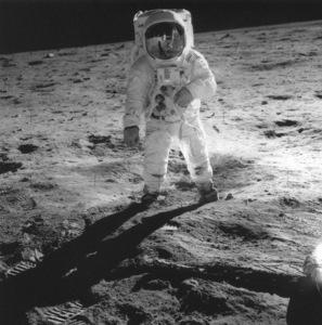 Astronauts-Apollo 11 astronaut Edwin Aldrin Jr. walks on the moon, 1969. - Image 12355_0101