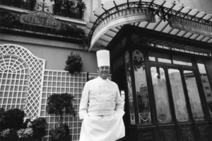"""""""Chefs""""Chef George Faeust in front of The Bistro © 1978 Gunther - Image 12390_0001"""