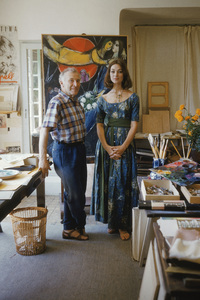"""Marc Chagall with model Ivy Nicholson against """"Le Soleil Rouge"""" in his studio in Vence, France 1955 © 2001 Mark Shaw  - Image 12406_0008"""