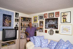 Gavin MacLeod at homecirca 1980s© 1980 Gene Trindl - Image 12445_0018