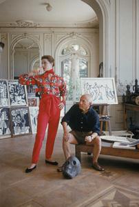 Pablo Picasso with French model Bettina Graziani in his Cannes Villa, La Californie 1955 © 2011 Mark Shaw - Image 12509_0023