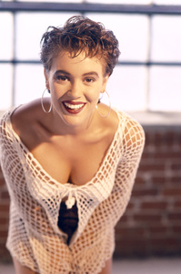 Alyssa MilanoJuly 1991Photo by Eika Aoshima © 1991 Milano Collection - Image 12554_0217