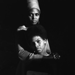 Miriam Makeba with her daughter, Bongi1967© 1978 Ed Thrasher - Image 12586_0010