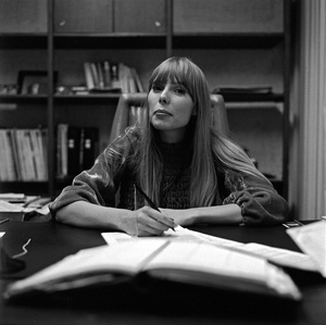 Joni Mitchell at contract signing1967 © 1978 Ed Thrasher - Image 12614_0011