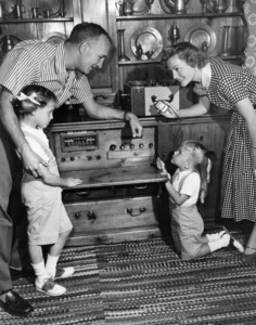 Tom Harmon, Elyse Knox and their two daughters, Kristin and Kellycirca 1950sPhoto by Gabi Rona - Image 12980_0002