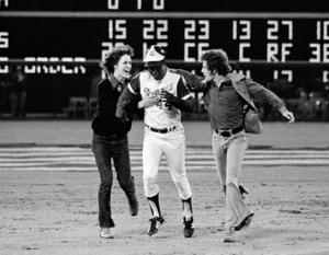Hank Aaron rounding 2nd base after hitting his 715th Home Run to break Babe Ruth