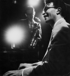 Dave Brubeck (piano) and Paul Desmond (background), 1954. © 1978 Bob Willoughby / MPTV - Image 13303_2