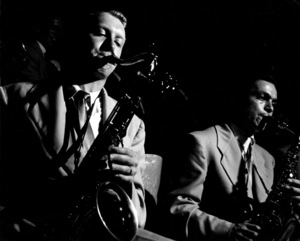Stan Kenton Orchestra: Bob Cooper and Art Pepper in Balboa, 1950. © 1978 Bob Willoughby / MPTV - Image 13360_1
