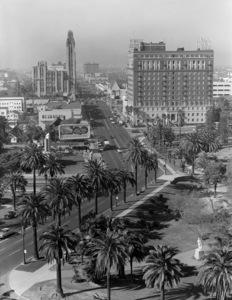 Looking east down Wilshire Boulevard in Los Angelescirca 1946 © 1978 Herman V. Wall - Image 13422_0002