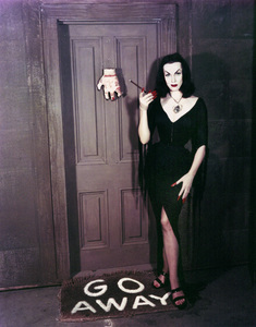 "Maila ""Vampira"" Nurmi 1955 **I.V. - Image 13440_0005"