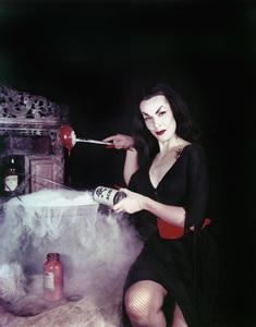 "Maila ""Vampira"" Nurmi 1955 **I.V. - Image 13440_0009"