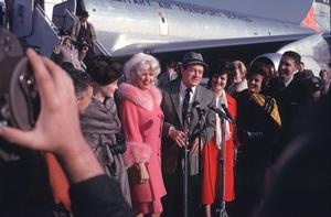 """U.S.O. Tour""(Canada)Jayne Mansfield & Bob Hope1962Photo By Gerald SmithMPTV - Image 13451_4"