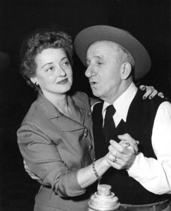 """""""Jimmy Durante Show, The""""Bette Davis, Jimmy Durante1954 / NBCPhoto by Gerald Smith - Image 13499_0001"""