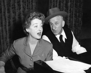 """""""Jimmy Durante Show, The""""Bette Davis, Jimmy Durante1954 / NBCPhoto by Gerald Smith - Image 13499_0004"""