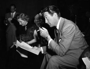 """Lux Radio Theatre""Barbara Stanwyck, Robert Taylorcirca 1950Photo by Gabi Rona - Image 13616_0006"