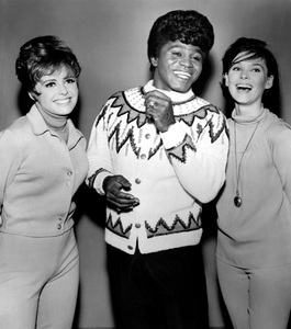 """Ski Party""Deborah Walley, James Brown, Yvonne Craig1965 American International - Image 13729_0001"