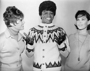 "Deborah Walley, James Brown and Yvonne Craig in ""Ski Party""1965 AIP** B.D.M. - Image 13729_0005"