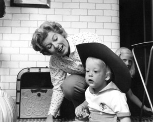 Sheila Macrae with son Bruce at home, 5/8/55. © 1978 Sid Avery - Image 13993_0001