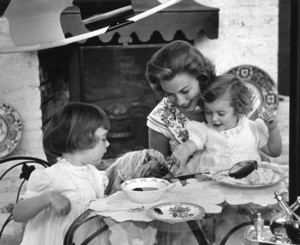 Linda Christian with daughters Taryn and Romina at home, 1955. © 1978 Sid Avery - Image 13998_0003