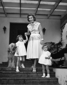 Linda Christian with daughters Taryn and Romina at home 1955 © 1978 Sid Avery - Image 13998_0004