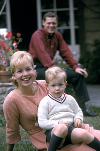 Joyce Bulifant with her son Charles and husband James MacArthur1963 © 1978 Gene Trindl - Image 14050_0003