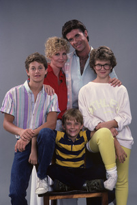 """""""Growing Pains""""Kirk Cameron, Joanna Kerns, Alan Thicke, Tracey Gold, Jeremy Miller1985© 1985 Gene Trindl - Image 14114_0006"""