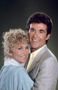 """Growing Pains""Joanna Kerns, Alan Thickecirca 1985 © 1985 Gene Trindl** H.L. - Image 14114_0054"