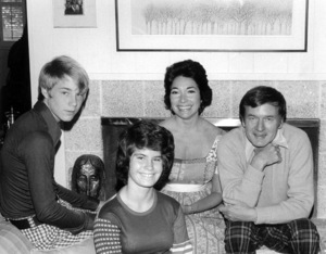 Bill Daily at home with wife Patricia and kids Kim and Patrick C. 1974 © 1978 Kim Maydole Lynch - Image 14196_0002