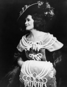 Joan Sutherland as Stella in Offenbach