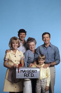 """Mayberry R.F.D."" Arlene Golonka, George Lindsey, Frances Bavier, Ken Berry, Buddy Foster 1968 © 1978 Gene Trindl - Image 14342_0002"